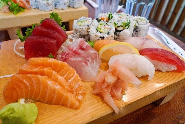 15 Sashimi 8 Sushi Combo
