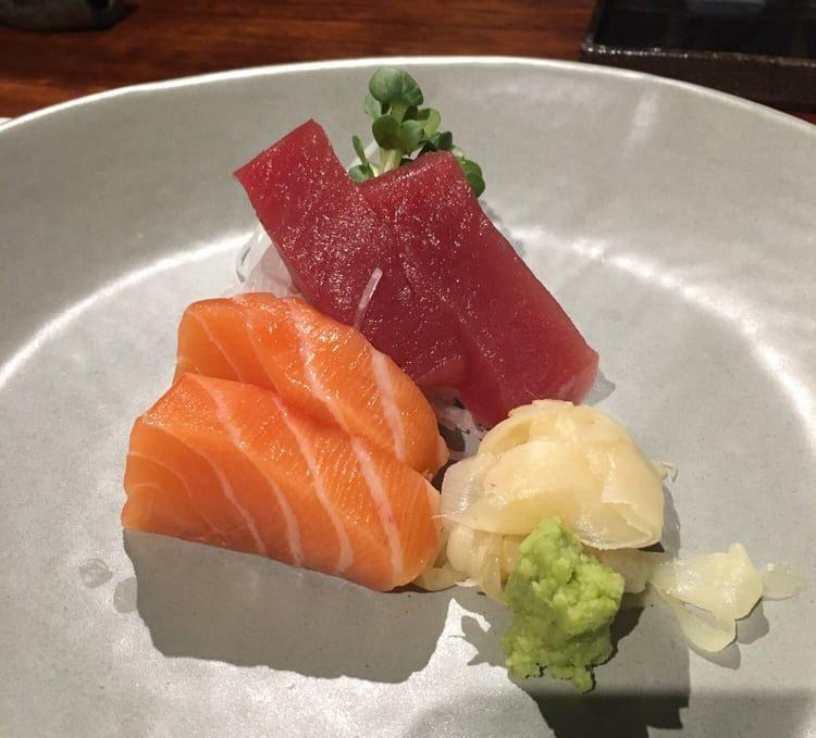Sashimi Salmon (2 pieces)