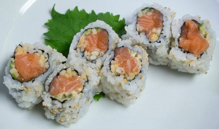 Spicy Salmon (salmon, cucumber)