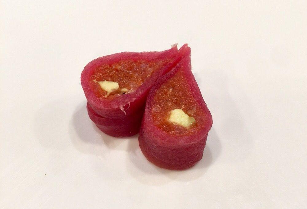 Love Roll (tuna, avocado, tuna)
